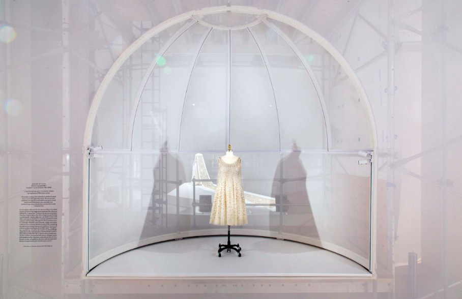 "Manus x Machina. Caso de estudio, ""el elefante blanco"" de Yves Saint Laurent para Dior, 1947"